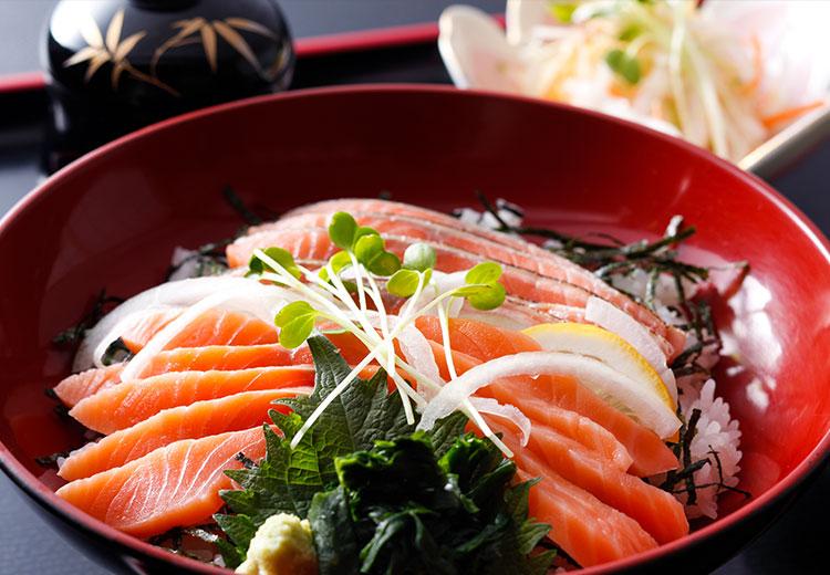 淡路島サクラマス「あぶりと昆布〆」の二色丼