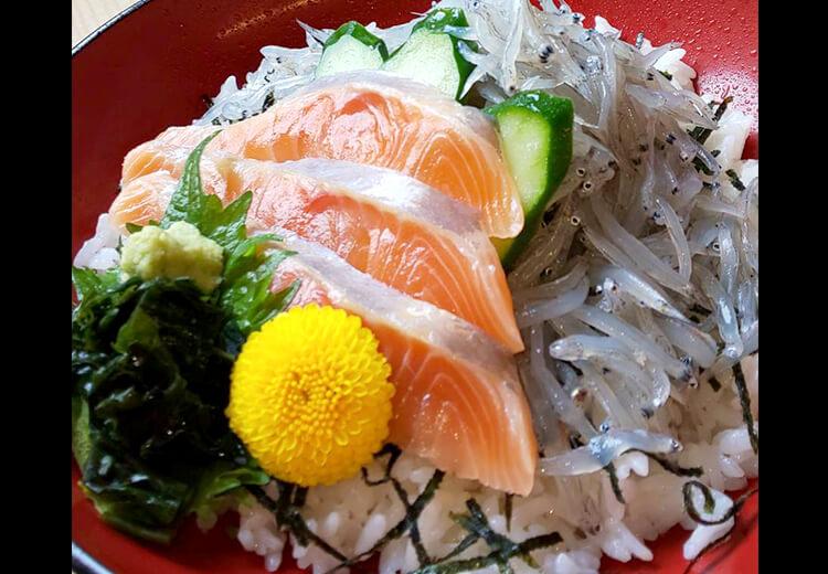 海鮮と生しらすのコラボ丼